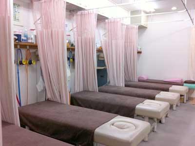 7台の治療用ベッド